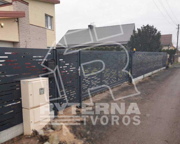 Moderni-metaline-tvora-su-remu-stumdomi-kiemo-vartai-ir-varteliai-BP001